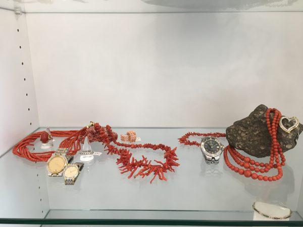 Roter Schmuck vom Gold Shop aus Dinslaken